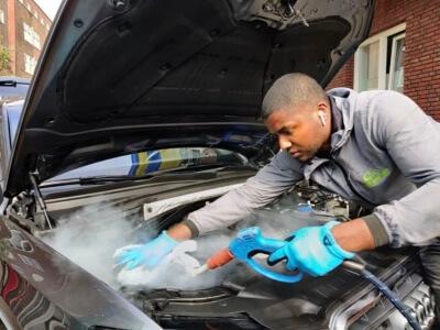 Motorruimte reinigen auto Audi